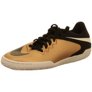 Nike Trainings- und Hallenschuh beige