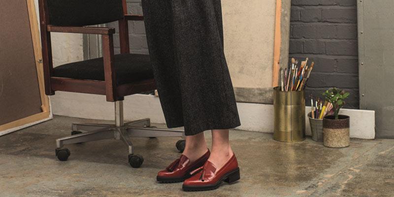 9a8878685caed9 Weite Hosen wie Culotte gepaart mit weiten Oberteilen und klassischen  Slipper mit glatter Oberfläche werden den