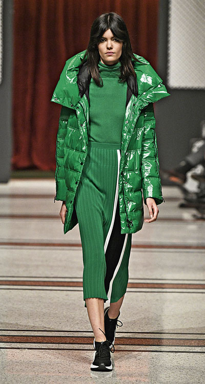 Cooler Look in Grün. (Foto: Marc Cain Fashion Show)