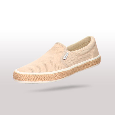 Perfekte Alternative zu Sneakern: Luftige Espadrilles bei warmen Temperaturen.