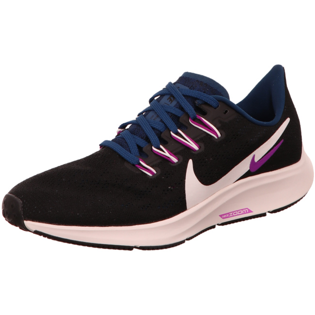 Nike Trainings & Hallenschuhe